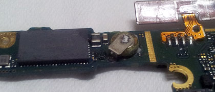 Close-up of the leaky battery BAT500 and the WiFi chip on its left.